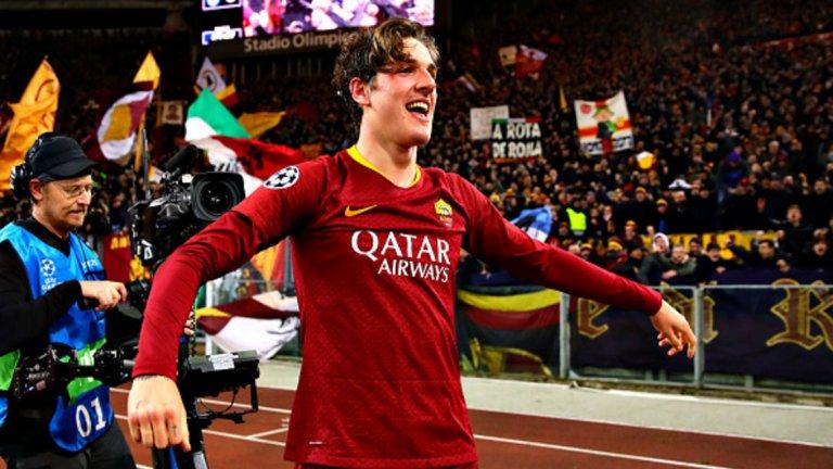"""Николо Дзаниоло (Рома)  В Интер няма как да не съжаляват, че го продадоха доста евтино на Рома като част от сделката за проблемния Раджа Наинголан. 19-годишният полузащитник се превърна в изненадващата нова звезда на """"вълците"""" и записа шест гола в Серия А, както и две попадения в първия осминафинал от Шампионската лига срещу Порто. Дзаниоло е сравняван с Франк Лампард и Стивън Джерард и може да играе като типичен номер 10, какъвто в Рома няма от оттеглянето на Франческо Тоти. Сега тимът иска да обвърже Дзаниоло със сигурен нов договор, но за целта ще трябва да увеличи ударно заплатата му."""