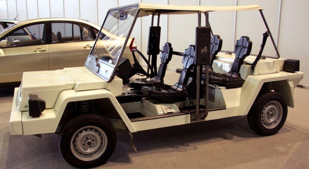 """ВАЗ """"Пони""""Това е друга любопитна концепция, която е била подготвена за Олимпийските игри през 1980 г., за да смае чуждестранните гости в Москва. Автомобилът всъщност е електрически, но комплектът с батерии се оказва толкова тежък, че колата е тотално неманеврена. Затова и от нея са направени точно две копия и нито бройка повече."""
