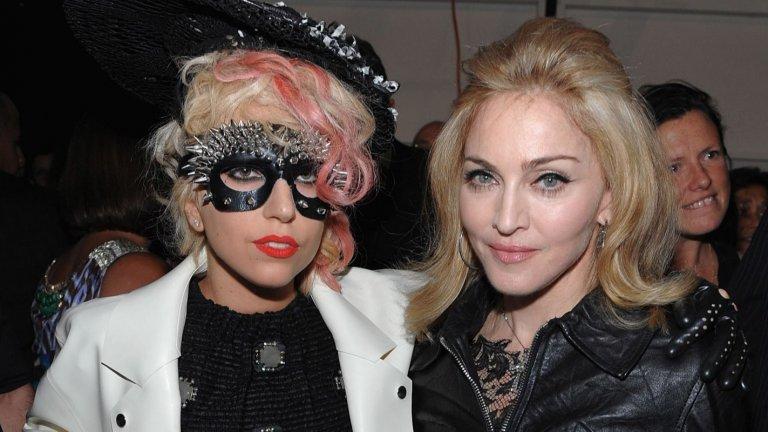 """Враждите са неотменна част от света на поп музиката и в галерията си припомняме най-знаковите от тях, случили се през последните години: Лейди Гага срещу Мадона  Почти от момента на своя дебют на сцената, Лейди Гага беше сравнявана с другата далеч по-опитна кралица – Мадона. Паралелите между двете са очевидни, особено от 2010 г. насам, когато видеоклипът към Alejandro на Гага се отличи с доста от типичната за Мадона религиозна иконография. Нещата ескалираха малко по-късно, когато мнозина отчетоха приликите между новата Born This Way на Гага и появилата се още в края на 80-те Express Yourself на Мадона. Самата Мадона се включи в дискусията и отчете, че сингълът на нейната колежка звучи """"доста познато"""" и """"опростенчески"""". """"Радвам се, че помогнах на Гага да напише песента"""", язвително вметна звездата.  Гага отвърна, че """" сега нещата са много различни, отколкото преди 25 години"""", а оттогава двете периодично си разменят реплики през медиите. Мадона даже изпълни Born This Way и Expresss Yourself комбинирано на свой концерт и вметна текст от друга своя песен She's Not Me, в която атакува плагиатите."""