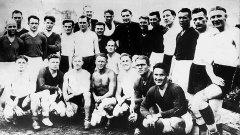 След победата играчите на Старт и противниците от противовъздушните сили на Германия си правят обща снимка за спомен. Украинците дори си устройват пир в съблекалнята, но почти веднага след това комендантът на града забранява провеждането на мачове между германските отбори и тези на киевчани. След това идва и голямата трагедия.