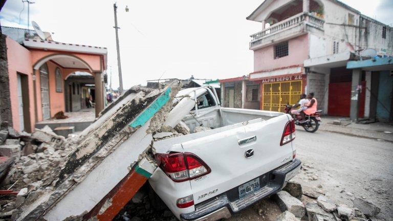 Жертвите при земетресението в Хаити вече са близо 1300