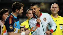 Икер Касияс и Кристиано Роналдо бяха в добро настроение преди приятелския мач между Испания и Португалия снощи