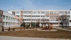 Родители заплашват да отпишат децата си от училище, ако проблемите със сградата продължат