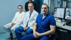 Екипът на д-р Станимир Сираков (вдясно) спасява животи и не се страхува да се учи