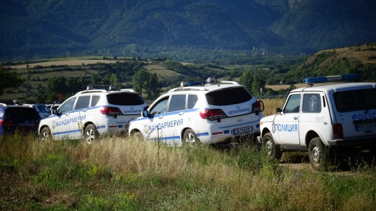 Четирима души са задържани при няколкото спецоперации на територията на града.