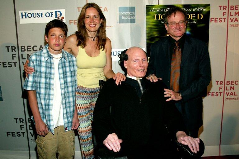 Кристофър Рийв със семейството си и Робин Уилямс