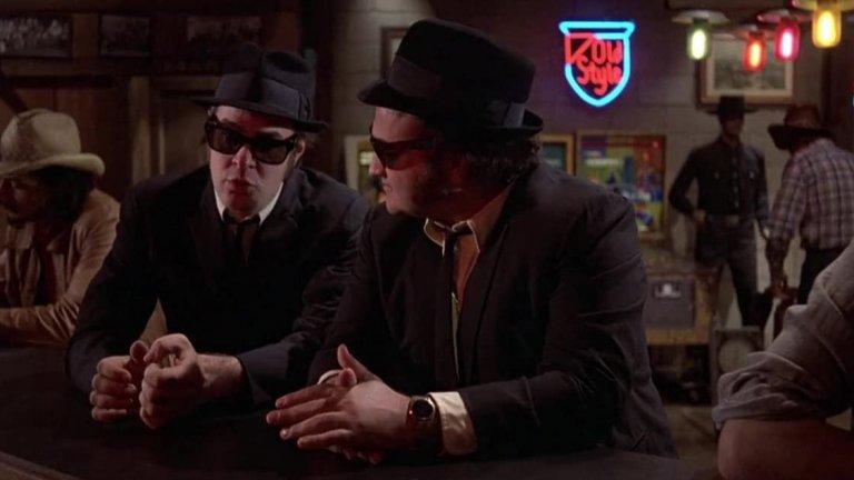 """The Blues Brothers /  """"Блус Брадърс""""  Може би най-качественият филм, вдъхновен от комедийното шоу Saturday Live Night. Личното приятелство на Дан Акройд и Джон Белуши в комбинация с техния комедийен гении и перфектната режисура на Джон Ландис (който създава не една или две успешни комедии), правят The Blues Brothers едно от най-запомнящите се заглавия на десетилетието. Великият саундтрак и музиката допринасят допълнително към цялото величие на филма."""