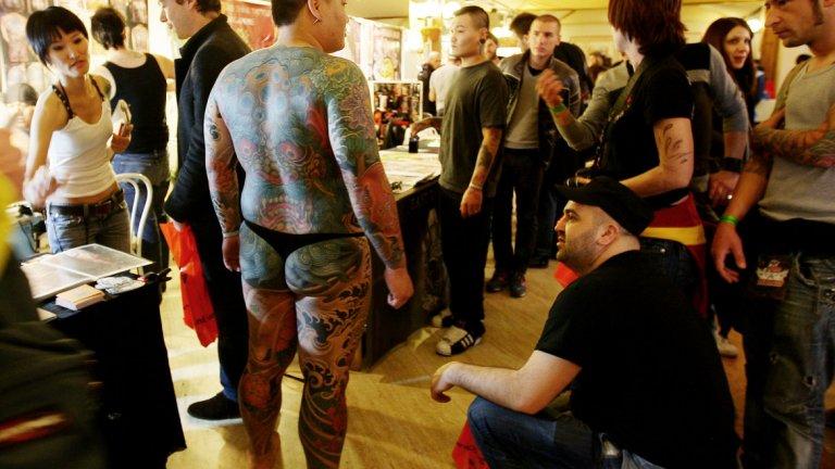 Татуировки в офиса? Има ли я все още стигмата на бодиарта на работното място