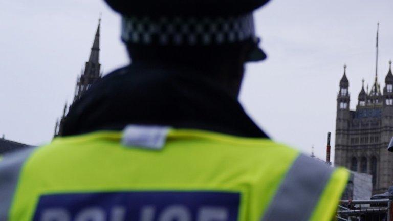 Инцидентът е станал, докато мъж е бил задържан в ареста в Кройдън, Южен Лондон