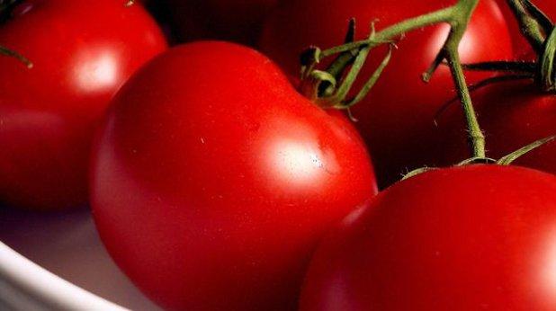 Отгледайте сами зеленчуците си Няма нищо по-хубаво от селските домати в двора на баба, нали? А защо не се опитате да си посадите и отгледате сами?