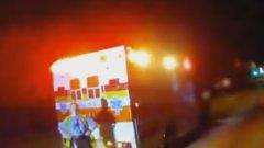 Полицай спасява самоубийци, говорейки им за футбол (видео)