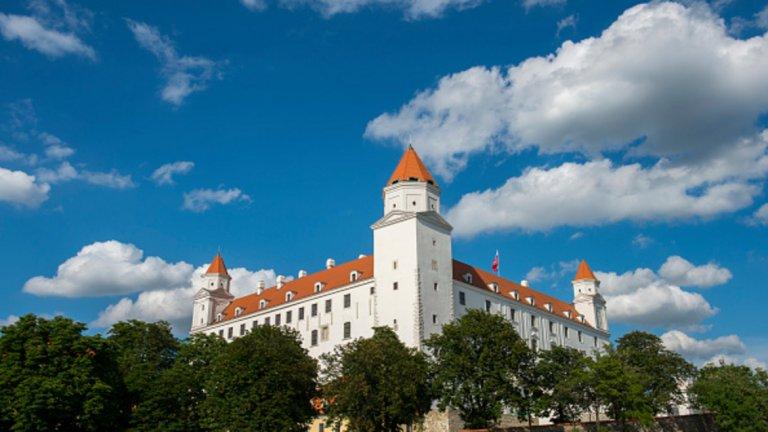 Братислава, Словакия, перфектно комбинира природа и градски живот. В стария град пък има много сгради от 18 век и уютни кафенета, където да спрете и да се полюбувате на духа на града.