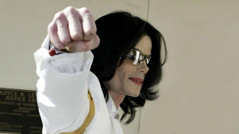 Кралят на попа, точно така, най-успешният изпълнител на всички времена. Майкъл Джексън обаче имаше сериозни финансови проблеми преди трагичната му смърт да шокира света. Две години преди това той взе заем от 25 милиона долара за своето имението Neverland Ranch, който не можа да върне - и също обяви фалит.