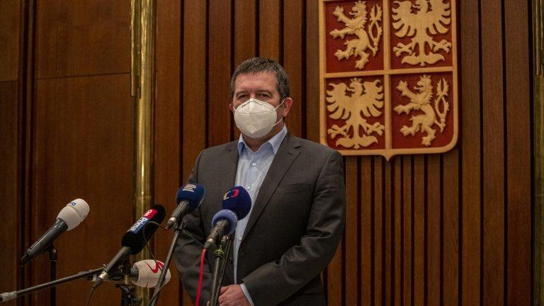 Шпионският казус в Чехия продължава с пълна сила, след като властите там обвиниха ГРУ за експлозия в склад за боеприпаси в село Врбетице