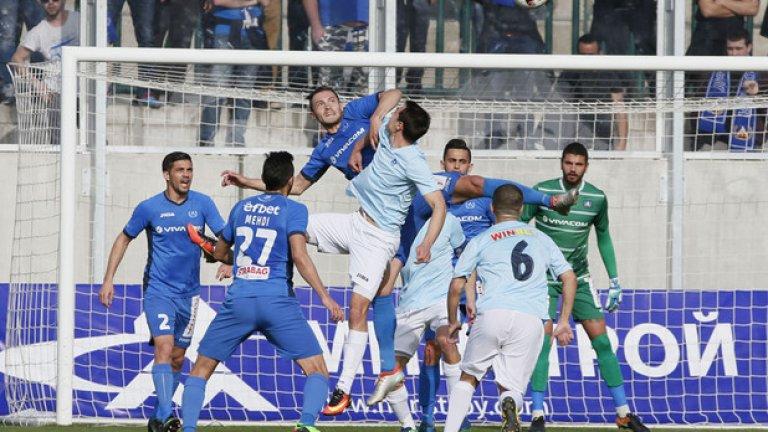 Левски заслужаваше да загуби и трите си мача от началото на пролетта. Срещу Дунав ги спаси дузпата през второто полувреме