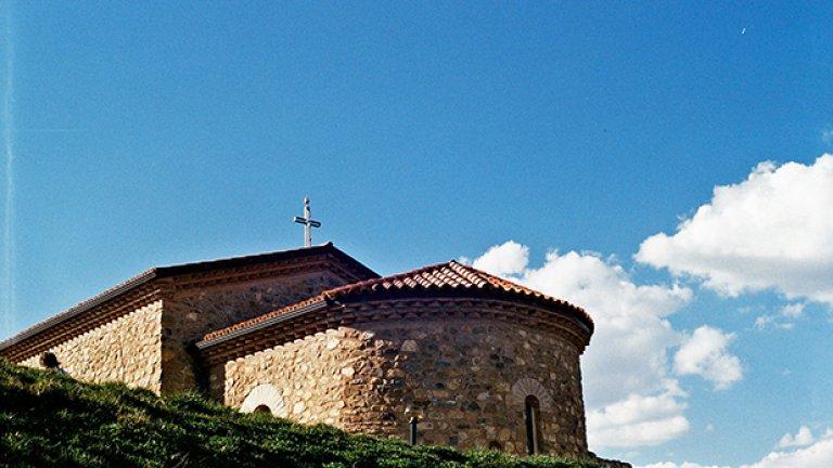 Животът в крепостта спира след 578 г., но в подножието на хълма местното население остава да живее.