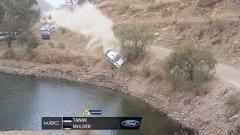 От Танак излита от пътя заради повреда в предното окачване и след секунда ще падне във водата