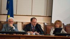 Председателят на парламента Михаил Миков реши да преброи депутатите за кворум