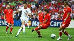 Кристиано Роналдо и компания нямаха проблеми за победата с 3:1 над Чехия в груповата фаза на Евро 2008