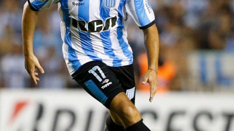 Маркос Акуня (Расинг Клуб де Авелянеда/Аржентина)  Аржентина, която тази нощ загуби тежко с 0:3 от Бразилия, определено ще има нужда от лявото крило и други като него. В някакъв момент националният отбор ще мине през смяна на поколенията, а 25-годишният Акуня може да донесе нещо различно с умението си да стреля отдалеч и да изпълнява статични положения.  Дотук той има пет гола и три асистенции за Расинг в първенството на Аржентина, прави по над два ключови паса на мач и нищо чудно дебютът му за националния да е съвсем близо.