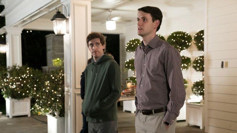 """""""Silicon Valley"""" (27 октомври)  Шестият последен сезон на комедийния сериал за абсурдите на IT-индустрията се забави необичайно през 2019 г., но все пак времето му най-после дойде. В последния сезон Ричард все пак успя да спаси """"първия децентрализиран интернет в света"""" от вражеско превземане и да съсипе основния си противник, а сценарият даде пример за това колко опасна може да бъде злоупотребата с онлайн-технологиите за манипулативни цели. Епизодите в последния сезон ще са само 7, но обещават заслужено добър финал на един от най-оригиналните сериали на последното десетилетие."""
