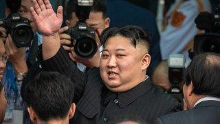И какви са теориите за необичайния вид на лидера на КНДР