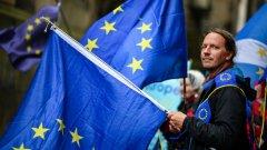 """Заплахата от """"твърд"""" изход от ЕС все още не е преминала напълно"""