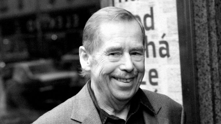 Вацлав Хавел: Не е вярно, че в политиката успяват само безчувствените циници, фукльовците, нахалниците и грубияните. Действително всички тях политиката ги привлича, но в крайна сметка тежест имат единствено почтеността и възпитанието