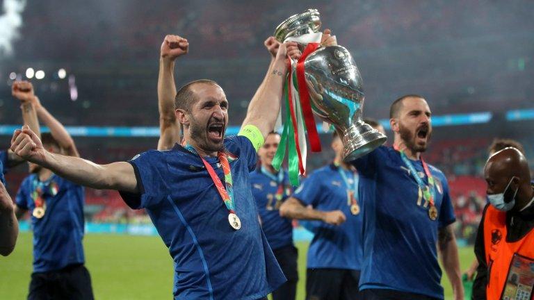Джорджо Киелини и Леонардо Боунчи - професорите по защитно изкуство във футбола и хората в основата на триумфа на Италия на Евро 2020.