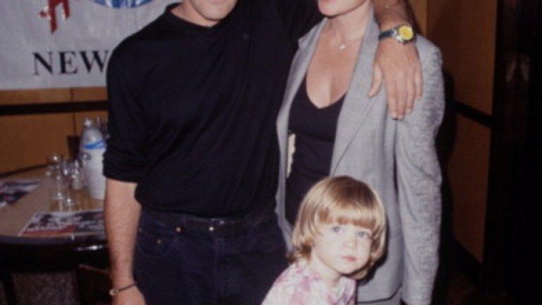 Семейна идилия с Мелани Грифит, с която са заедно от 1995-та година