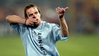 През сезон 2002/03 Аякс бе пълен с играчи, които се превърнаха в суперзвезди из целия континент. Но Ван дер Мейде никога не успя да докосне върховете, към които се бе устремил, уловен в задушаващата примка на алкохола и наркотиците.