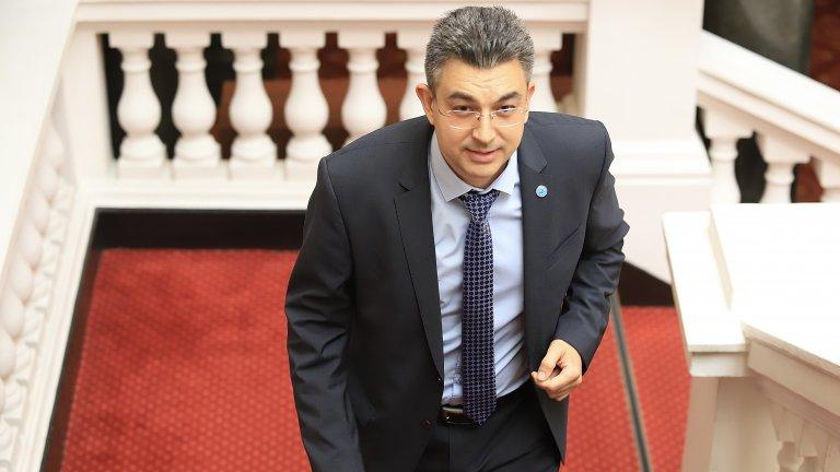 """""""Нямам намерение да се лишавам от безспорни експерти в правителството си"""", пише още Николов"""