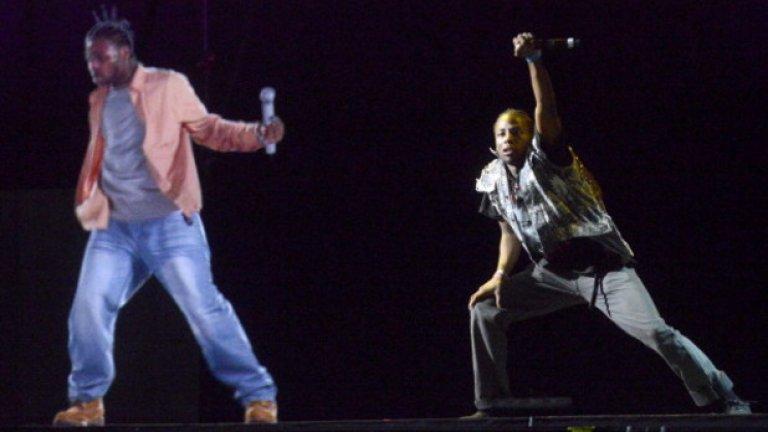 Ол Дърти Бастард  Рапърът умря от свръхдоза през 2004 г. и девет години по-късно беше възкресен на сцената от музикалния си партньор RZA. Холограмният Бастард изпя две песни на фестивала Rock the Bells, помрачени от разочароващото озвучаване.