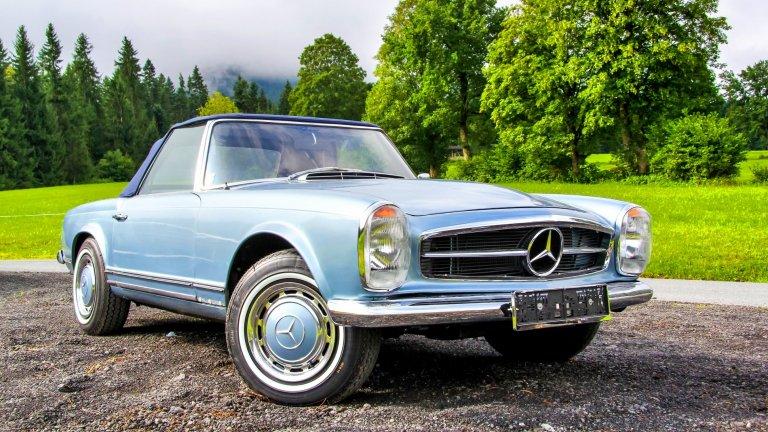 """Mercedes 280SLMercedes като този е сред специалитетите на фирма Hemmels, чието седалище се намира близо до Кардиф. По колата са запазени всички автентични части без двигателя, включително предното табло и кожената тапицерия. Електромоторът е с мощност от 160 конски сили, а пробегът с едно зареждане е 320 километра. Един ценител на Mercedes 280SL """"Pagoda"""" може да притежава тази находка за 295 хил. долара."""