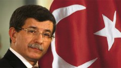 """Ахмед Давутоглу мечтае за имперска Турция от модерен тип, но би било добре да се огледа малко, защото граничи със самообявилия се """"халифат"""" в Ирак и Сирия"""