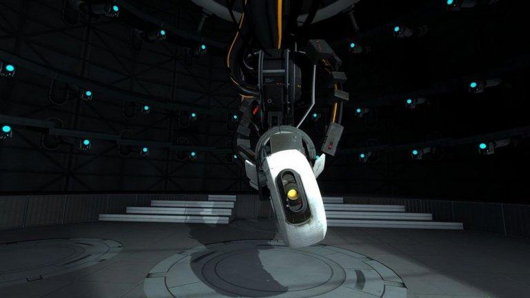 GLaDOS (поредицата Portal)  Кой казва, че сексапилните злодейки непременно трябва да бъдат от плът и кръв? В голяма част от Portal, GLaDOS (Genetic Lifeform and Disk Operating System) служи единствено като разказвач, водещ играча в тестовите камери. Гласът й е роботизиран, но очевидно женски. С течение на времето играчите научават, че тя всъщност води героя към неговата смърт. Когато най-сетне избягате от контрола й, тя става много по-злобна и коварна, а след като премахнете първото ядро на личността й (моралното ядро) от инсталацията, гласът на GLaDOS става по-малко роботизиран и по-чувствен. Професионалната оперна певица Елън Маклейн е по-известна сред геймърите с това, че озвучава именно GlaDOS и изпълнява песничката, която върви по време на финалните надписи след края на Portal. И нещо любопитно - Маклейн е и гласът зад ужасяващата Вещица от Left 4 Dead и Left 4 Dead 2, която лесно може да убие почти всеки играч, дръзнал да я обезпокои.