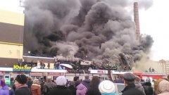 Част от търговския център е рухнала върху посетителите