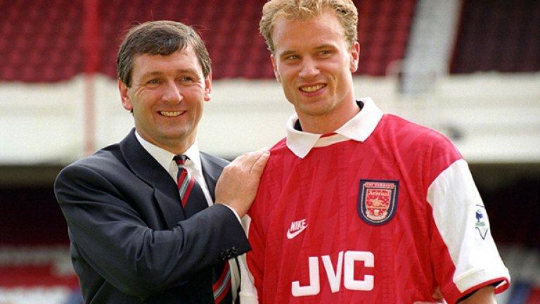 """През 1995-а Арсенал плати 7.5 млн. за холандеца Денис Бергкамп. Той прекара 11 години в клуба и спечели 3 шампионски титли с """"артилеристите"""" и четири трофея от турнира ФА къп."""