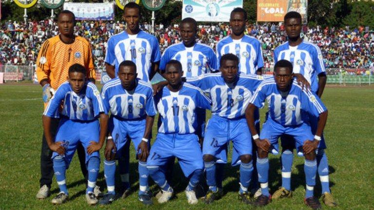Сомалия - рекордно класиране №165 Като съседите от Еритрея, политическите трудности и тероризмът затрудняват много развитието на футбола в страната. Сомалия няма гол от 2012 г. - 1:5 с Бурунди. След избухването на гражданската война през 90-те, футболът е забранен и Сомалия домакинства в Етиопия и Кения.