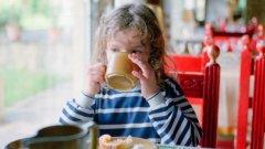 Детската кухня предлага на място предварително заявени от майките детски храни за деца от 3- месечна до 3- годишна възраст