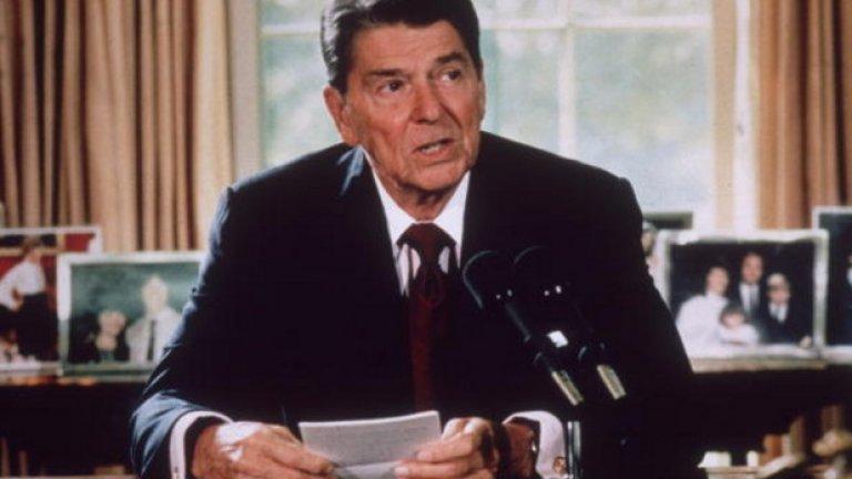 Американският президент мисли какво да обясни на всички американски деца, гледали взривяването на Чалънджър