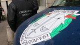 Тежко въоръжени полицаи са обградили два адреса в столицата