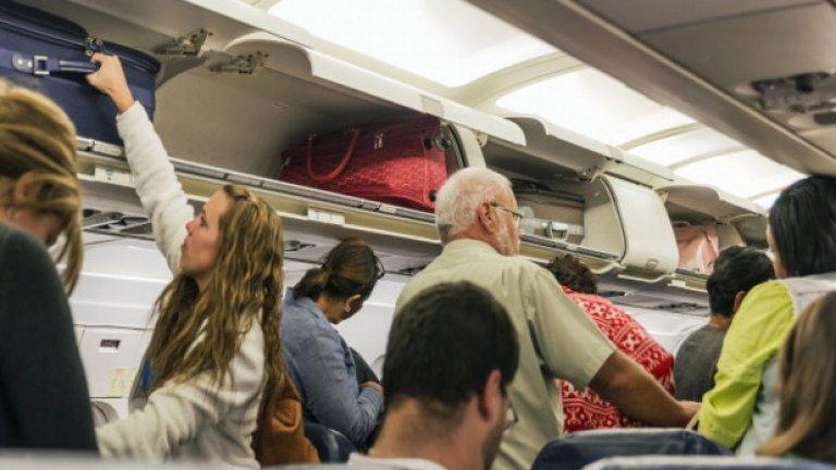 Отменени са 750 полета, засегнати са 80 000 пътници