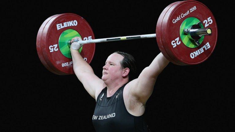 През 1998 г., докато се състезава като мъж, тогава под името Гавин, Хъбард вдига 305 кг. Около 20 години по-късно, вече като транссексуална жена, не е далече от постижението си – 280 кг, въпреки времето и редуцирането на тестостерона в системата й.