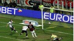 Валери Божинов реализира седмия си гол за сезона срещу Милан