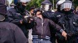Демонстрантите нарушиха забраната за масови събирания, което провокира силов отговор на полицията