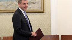 Владислав Горанов е подписал декларация от името на България, която призовава Европейската Комисия (ЕК) данъчно облагане на авиационните компании заради вредните емисии, които те генерират.