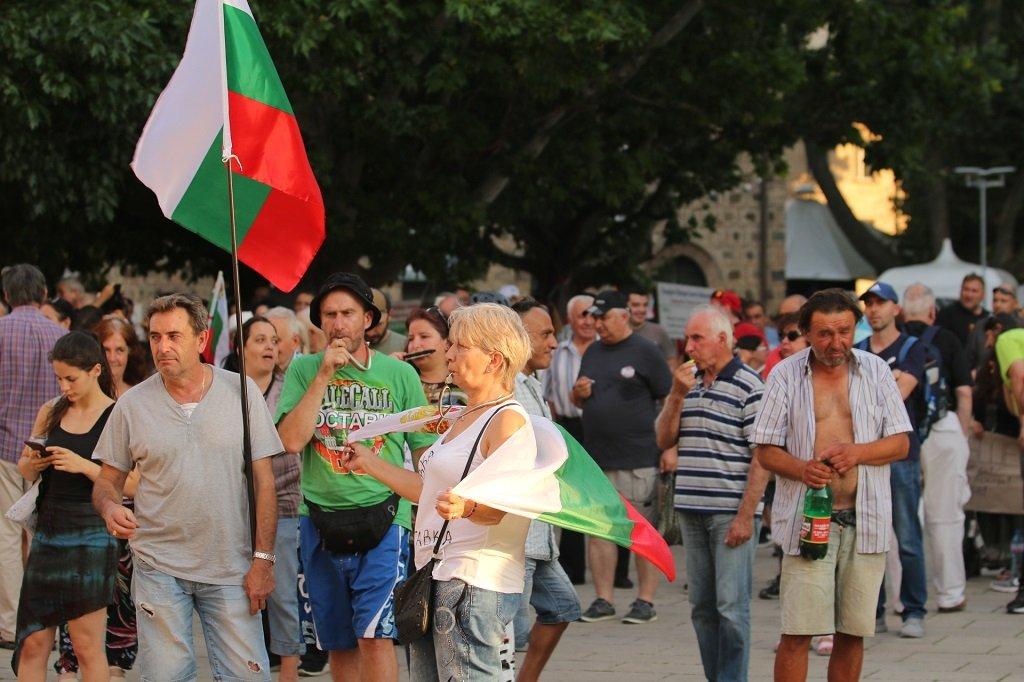 Протестиращите се събраха за 23-ти пореден ден, за да поискат оставката на премиера и на главния прокурор