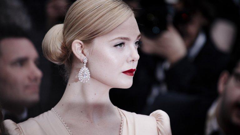 Бижутата на актрисата са на луксозната марка Chopard.