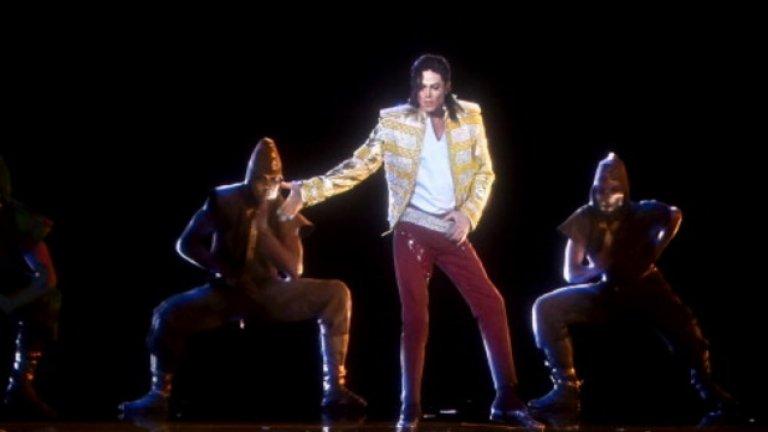 """Майкъл Джексън  Холограмата му се яви на наградите на """"Билборд"""" миналата година, пет години след смъртта му. Тя беше резултат на половин година планиране и хореографиране и изглеждаше достатъчно реалистично, за да предположат някои, че това всъщност е бил съвсем реален имитатор на Джексън. """"Призракът"""" изпя Slave to the Rhythm, но остави феновете раздвоени в чувствата си."""